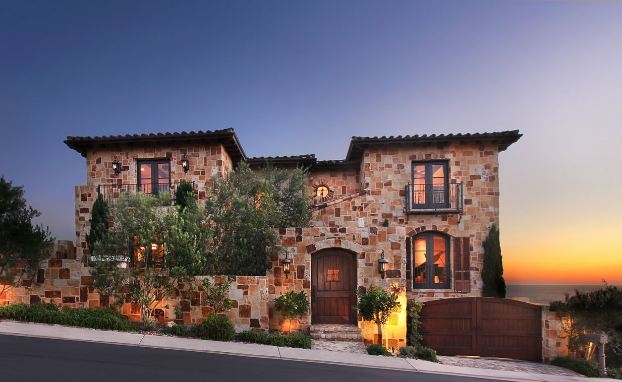 Timeless tuscan farmhouse on californian coast for Italian mediterranean architecture