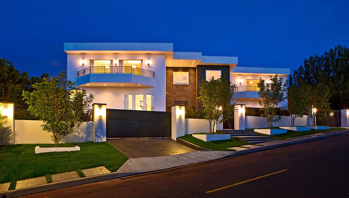Glamorous contemporary living in los angeles idesignarch for Big modern house designs