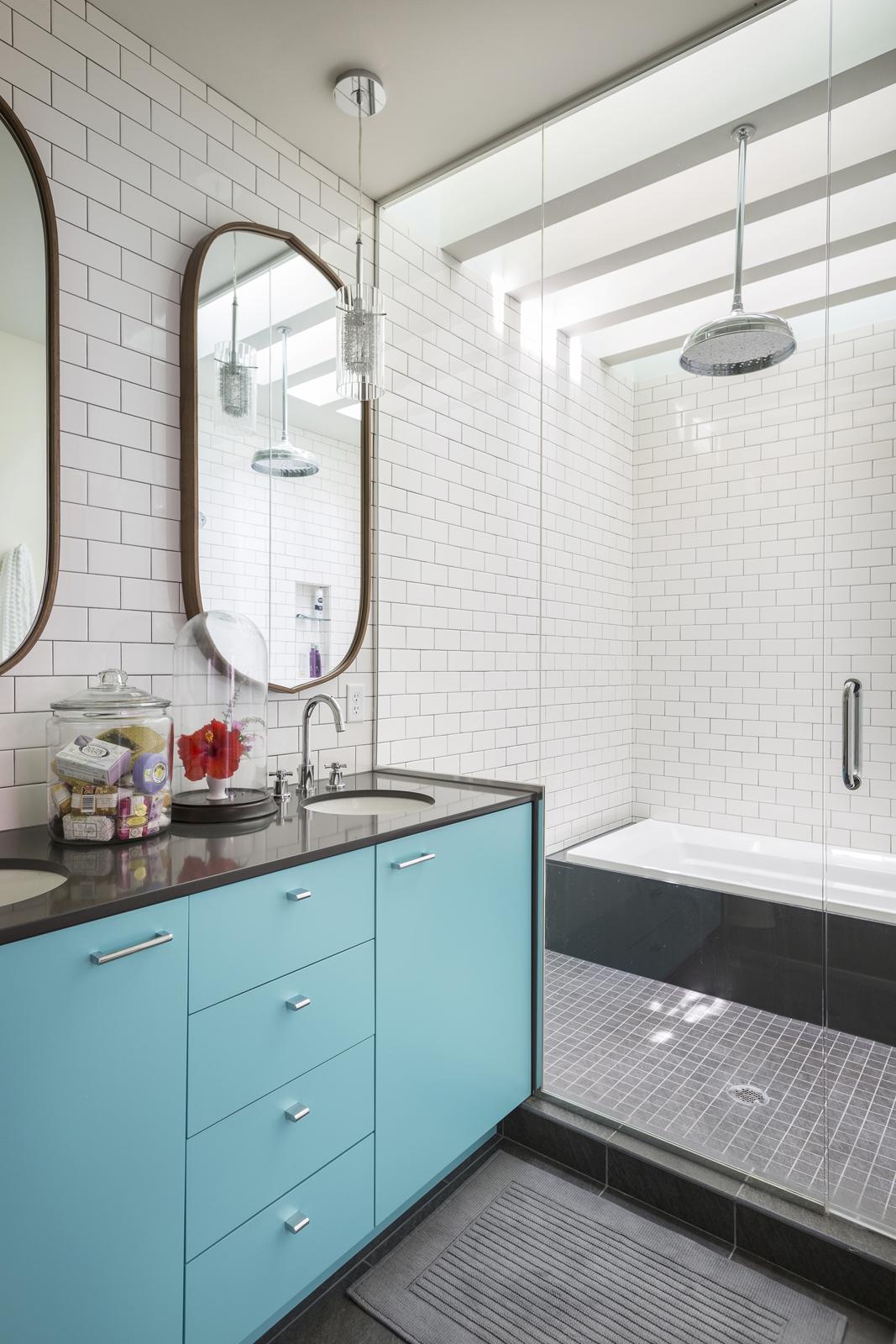 Shower Enclosure with Bath Tub