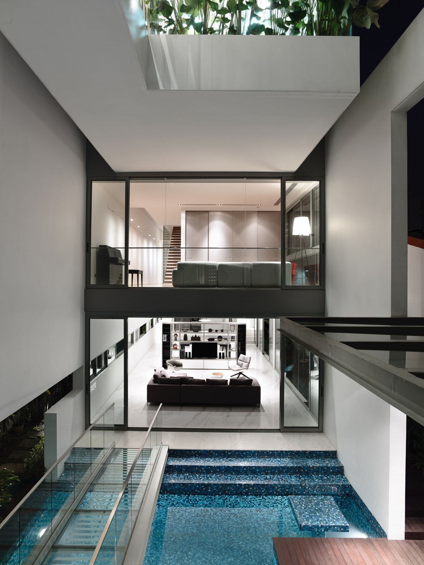 Sleek modern home in singapore with glass bridge over pool - Modern house with pool ...