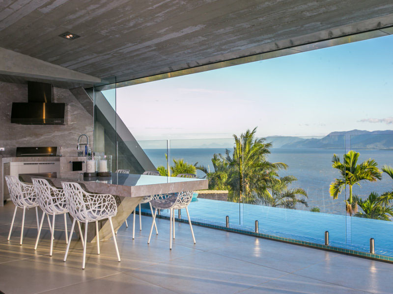 Cutting edge panoramic ocean view house facing coral sea for Ocean view home plans