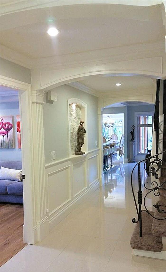 Remodeled Suburban Home With Elegant Cozy Garden