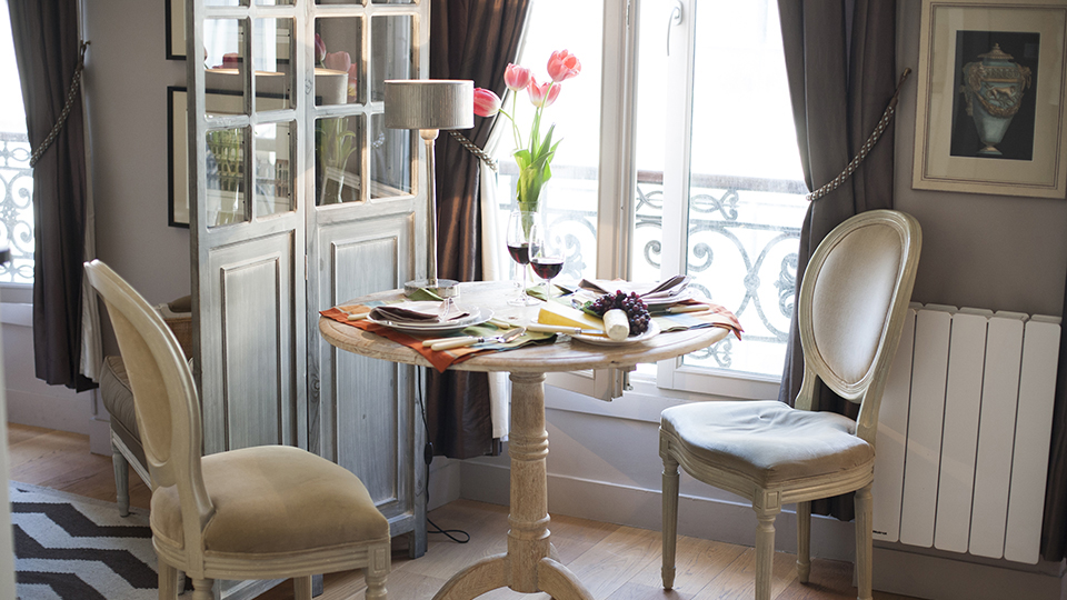 Tiny Studio Apartment With Stylish Parisian Decor Idesignarch