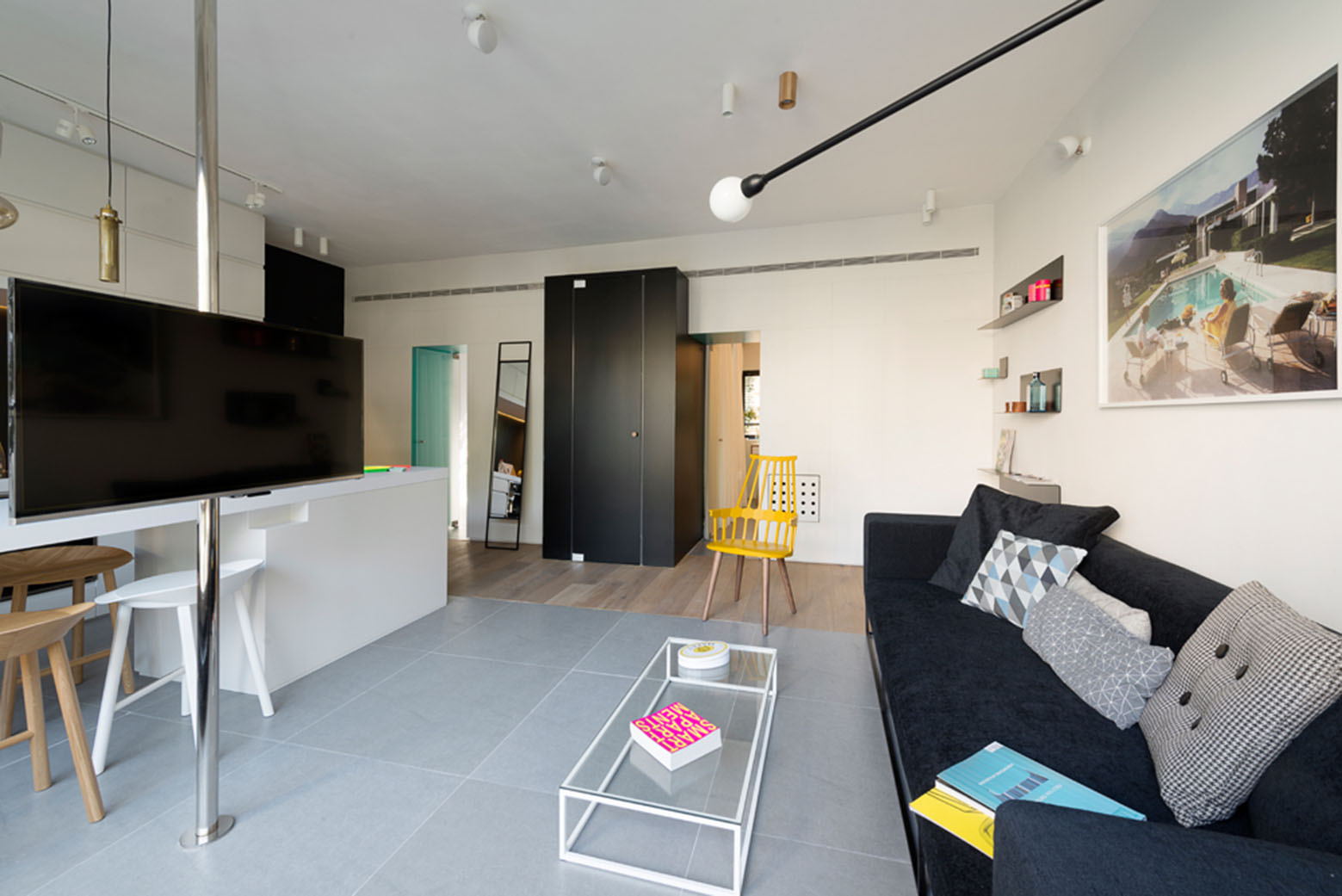 600 square foot apartment uses glass walls to create two for Interior design 600 sq ft flat