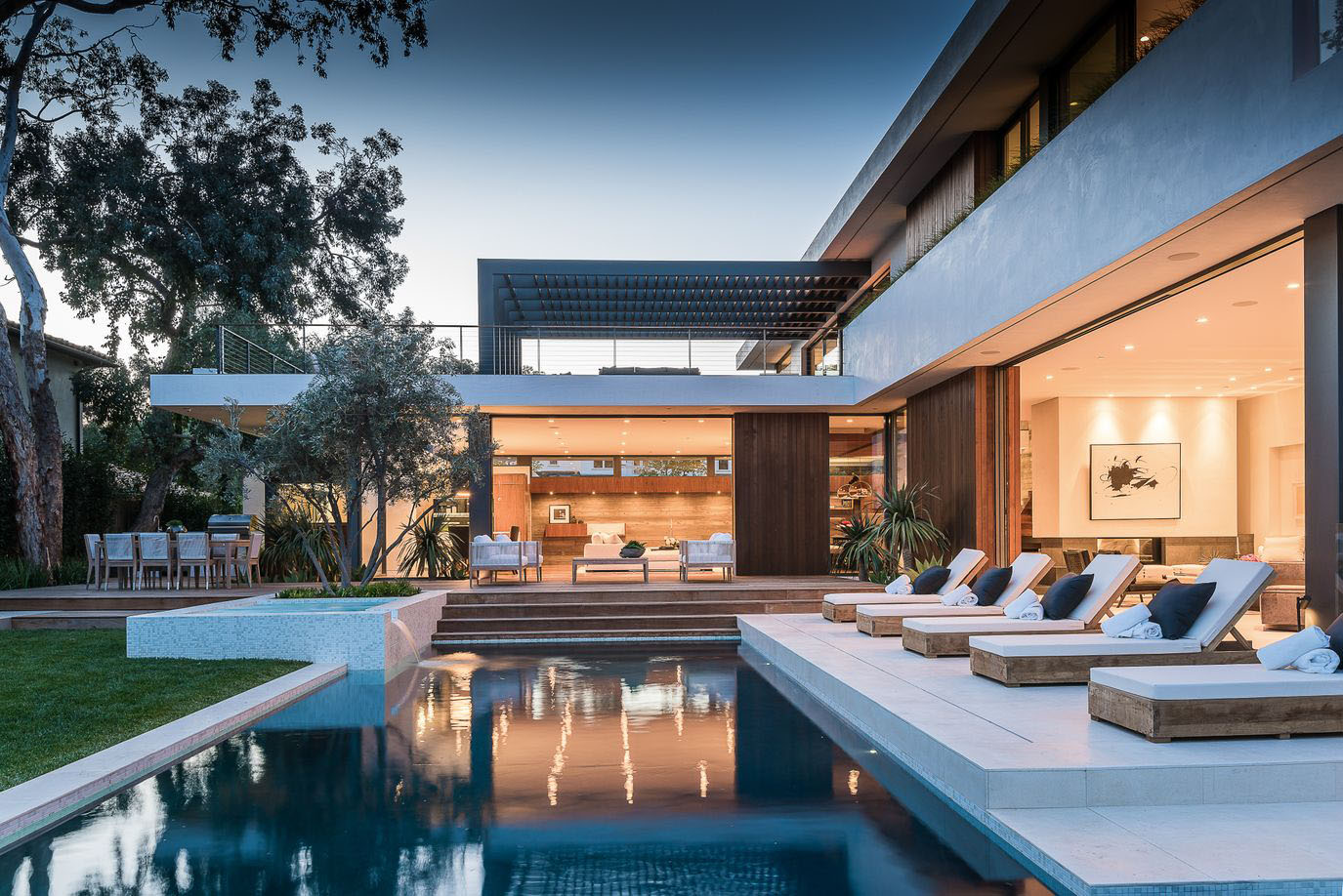 Modernist villa in pacific palisades with a resort like for Pool design los angeles ca