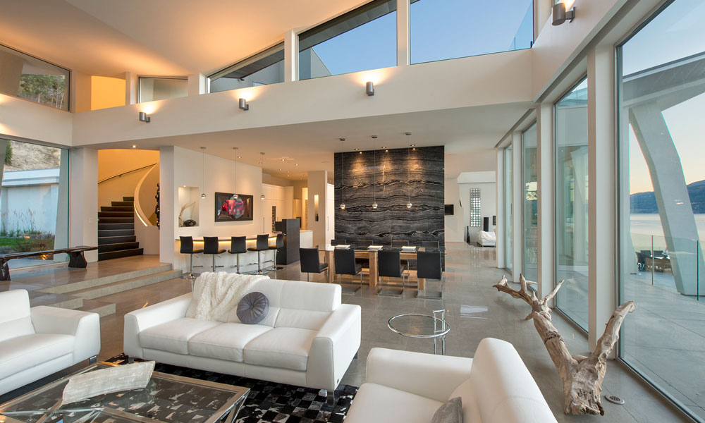 Okanagan Lake Waterfront Home With Minimalist Elegant