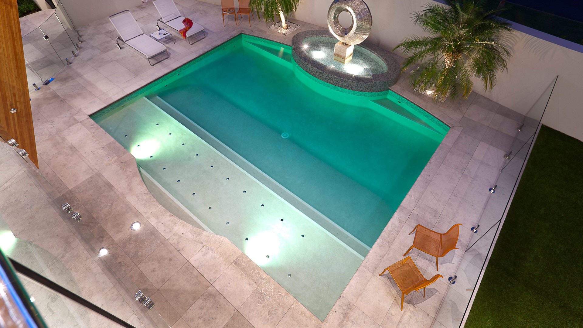 Elegant Contemporary Swimming Pool