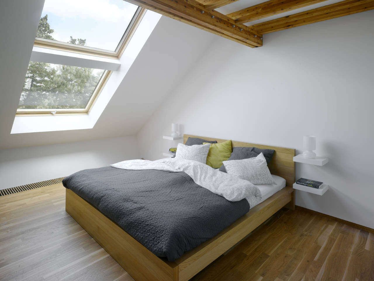 Small attic loft apartment in prague idesignarch for Arredare mansarda