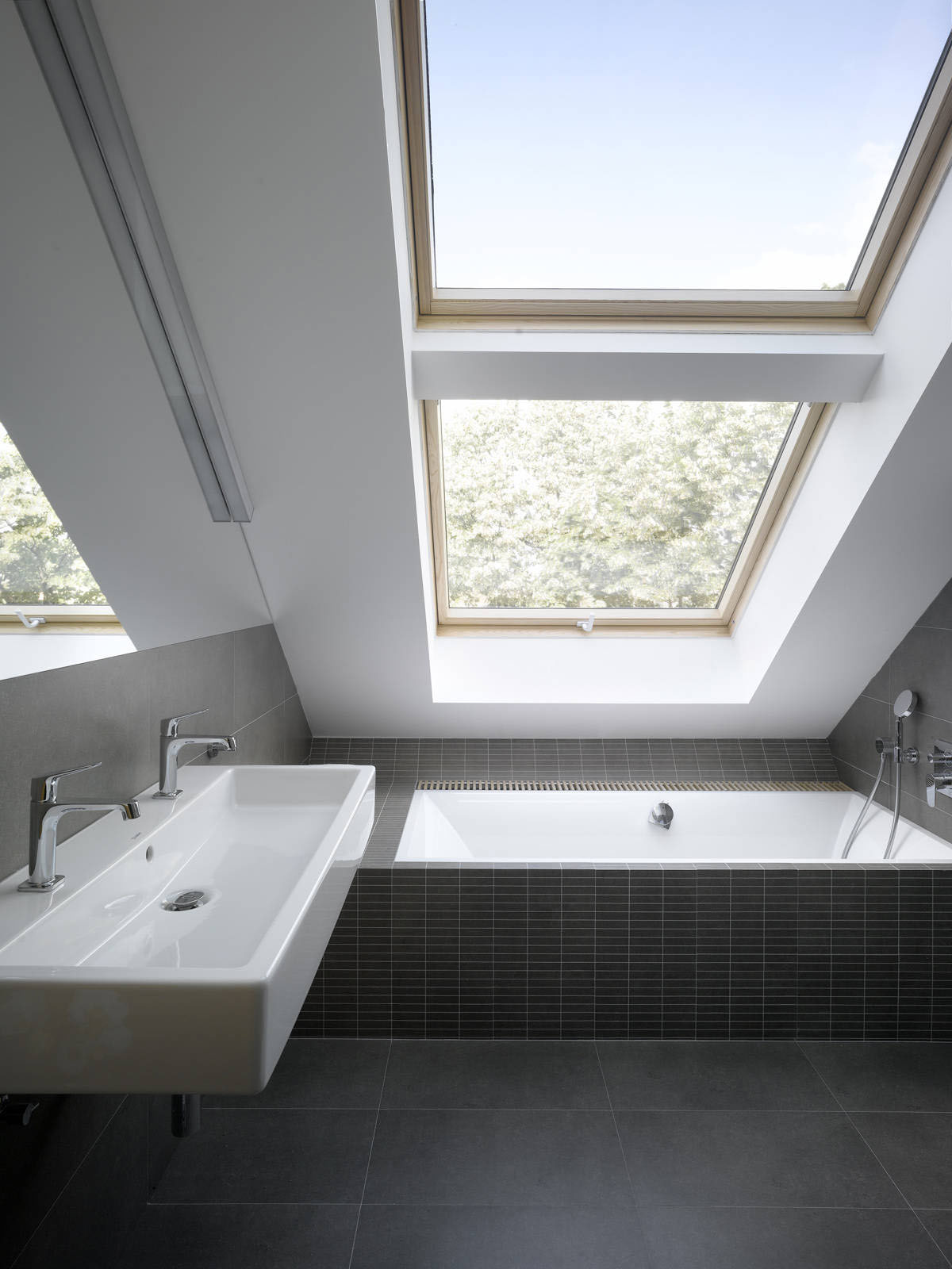 Small attic loft apartment in prague idesignarch - Velux salle de bain ...