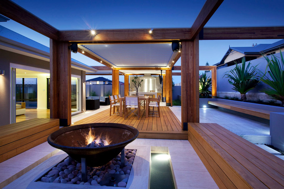 Stylish Backyard With Teak Decking. This Beautiful Contemporary Backyard ...