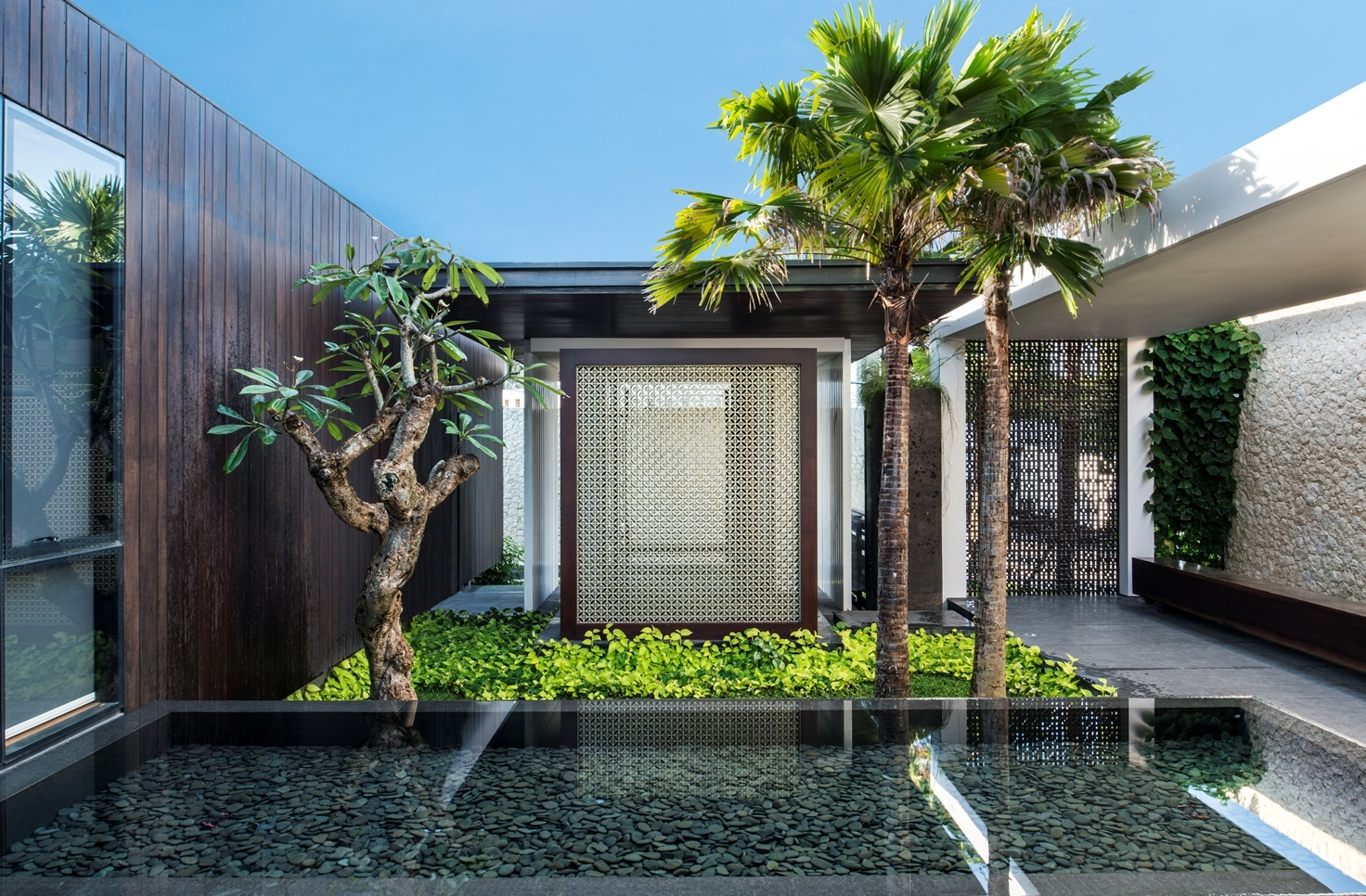 bali indonesia modern house - Balinese House Designs