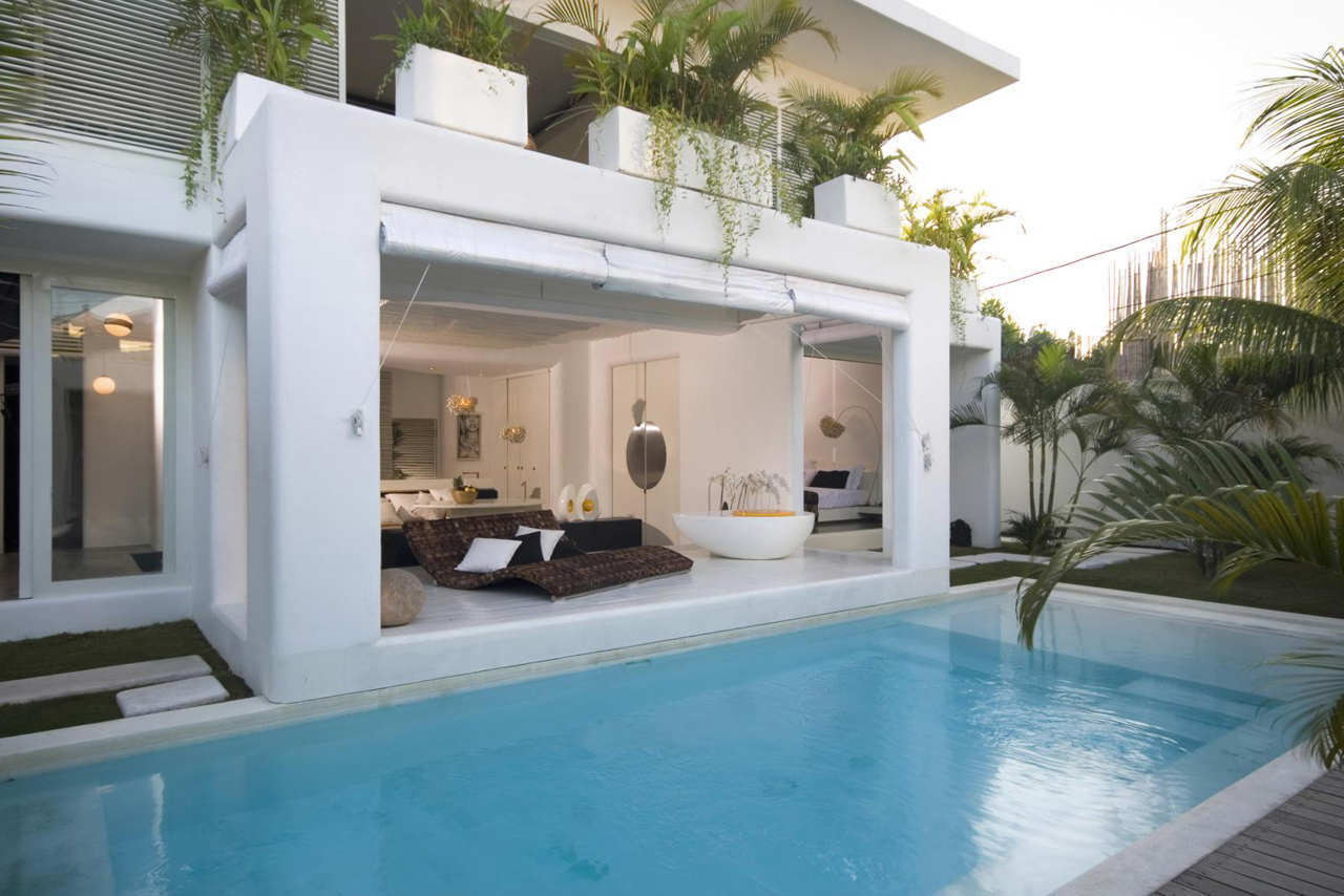 Contemporary Villa In Bali With Overlapping Functional Spaces