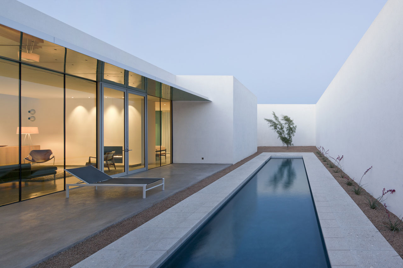 minimalist house in barrio historico - Minimalist Architecture Houses