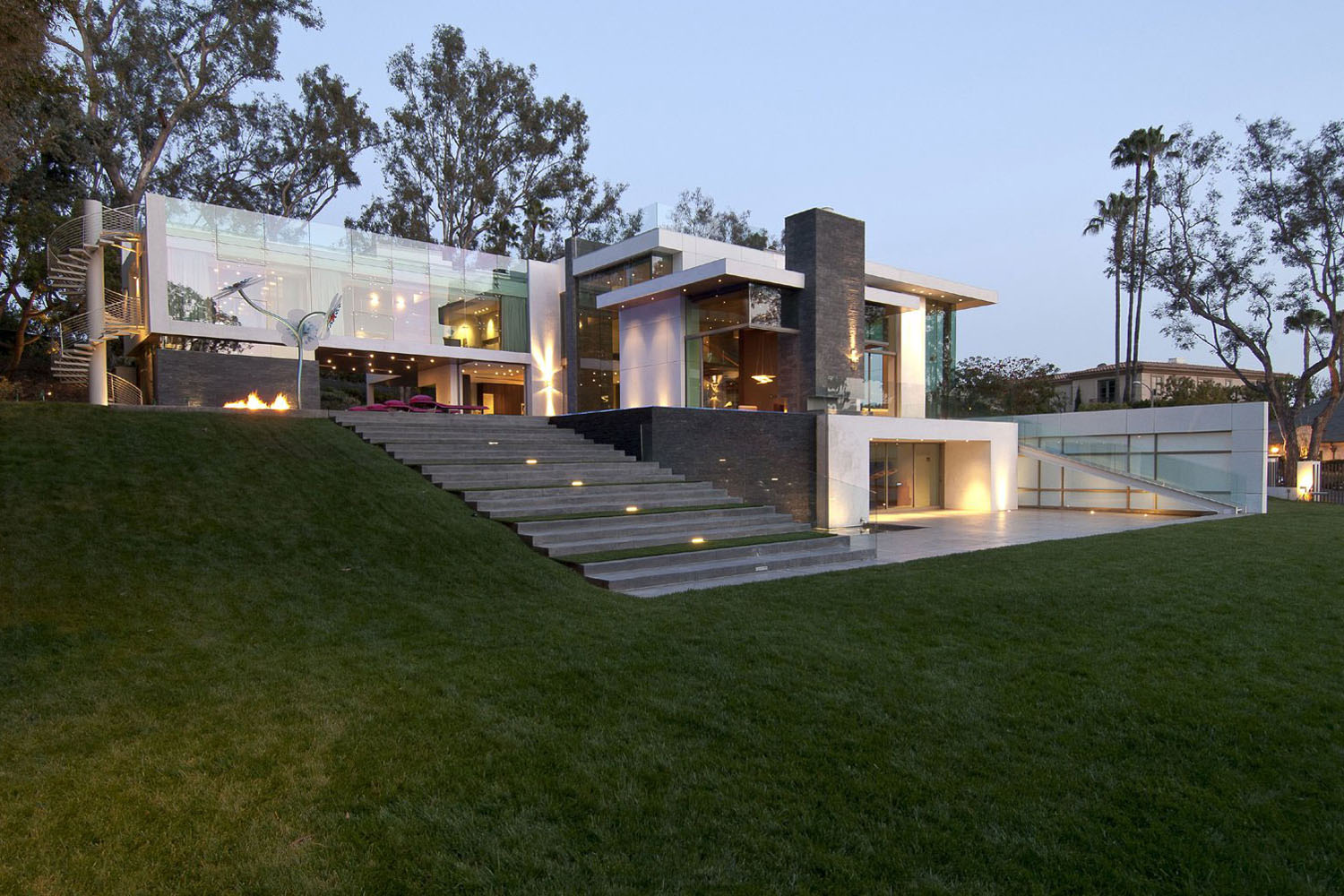 Eco friendly modernist luxury mansion in beverly hills for Modern house mansion