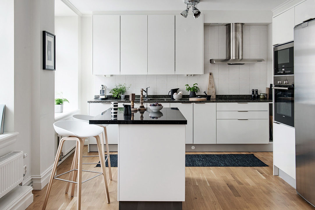 Black and white themed scandinavian apartment with modern for Designer apartment kitchens