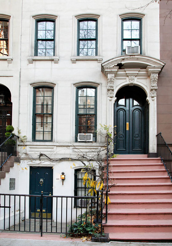 Breakfast at tiffany 39 s iconic manhattan townhouse for Nyc townhouse with garage