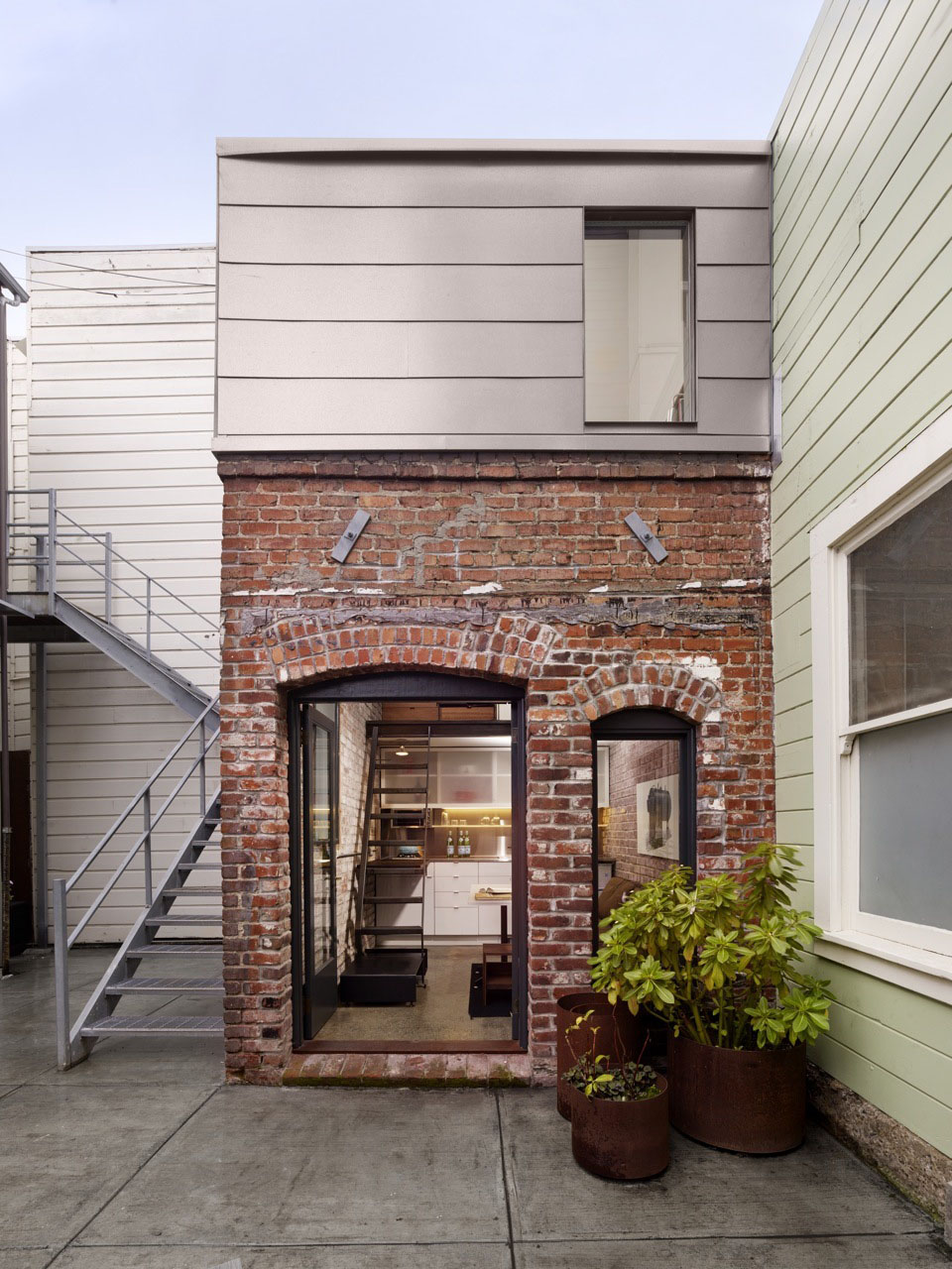 Square Foot Micro Apartment In A Tiny Brick House - Loft apartment brick