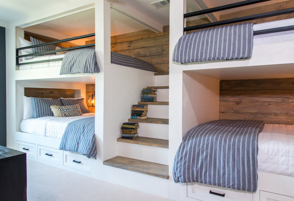 Country House Bunk Room With Queen Size Beds