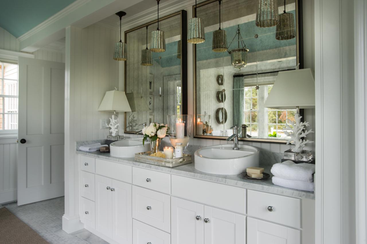 Dream house with cape cod architecture and bright coastal for New england style bathroom ideas