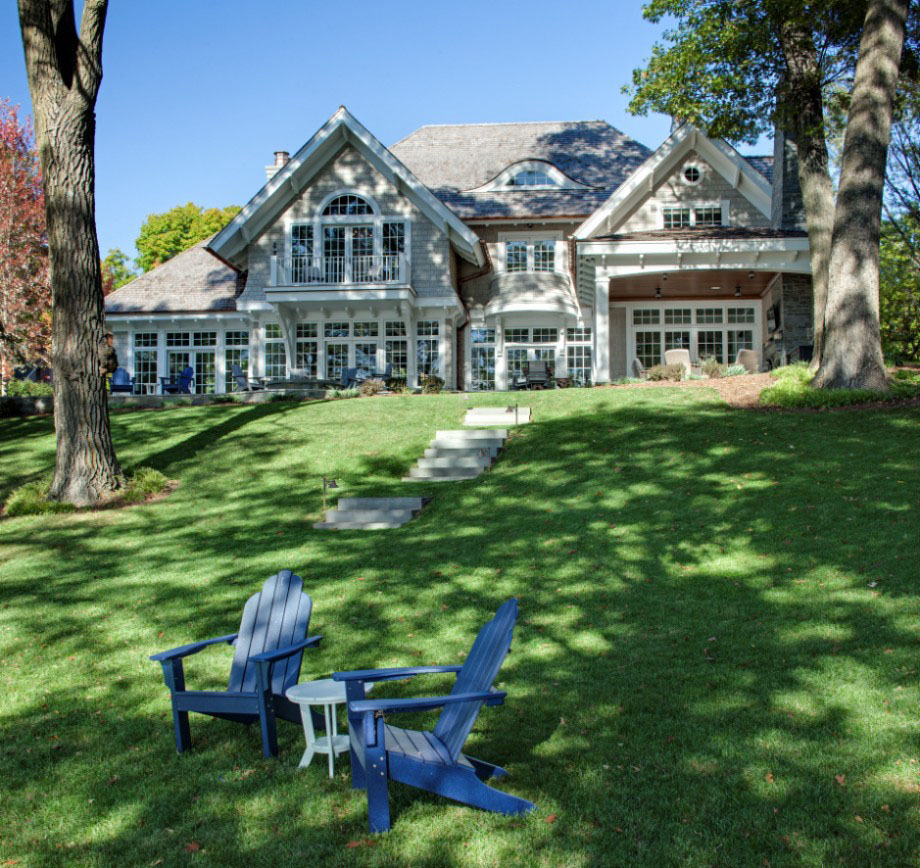 Inside A Country Cottage: Shingle Style Lakeside Cottage Mansion