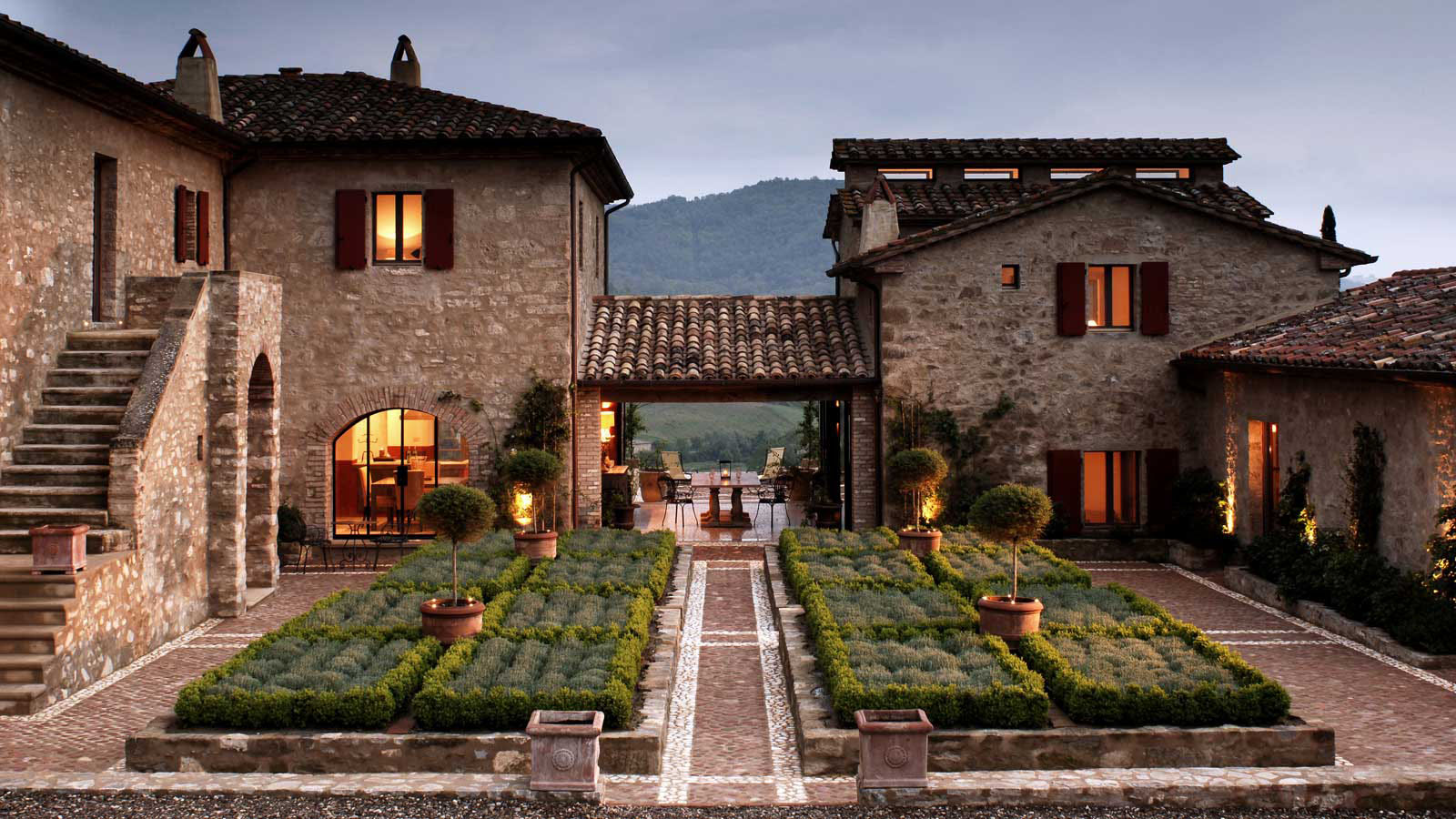 Castello di reschio estate in umbria idesignarch for Italian house