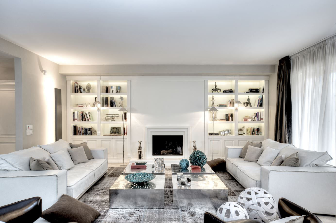 Interior home decorations luxury interior decorating ideas - Luxury Home Interior With Timeless Contemporary Elegance A Unique Home With White Themed Elegant Contemporary Decor