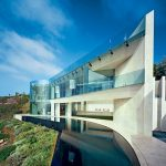 Daring Cliffside House Design In La Jolla