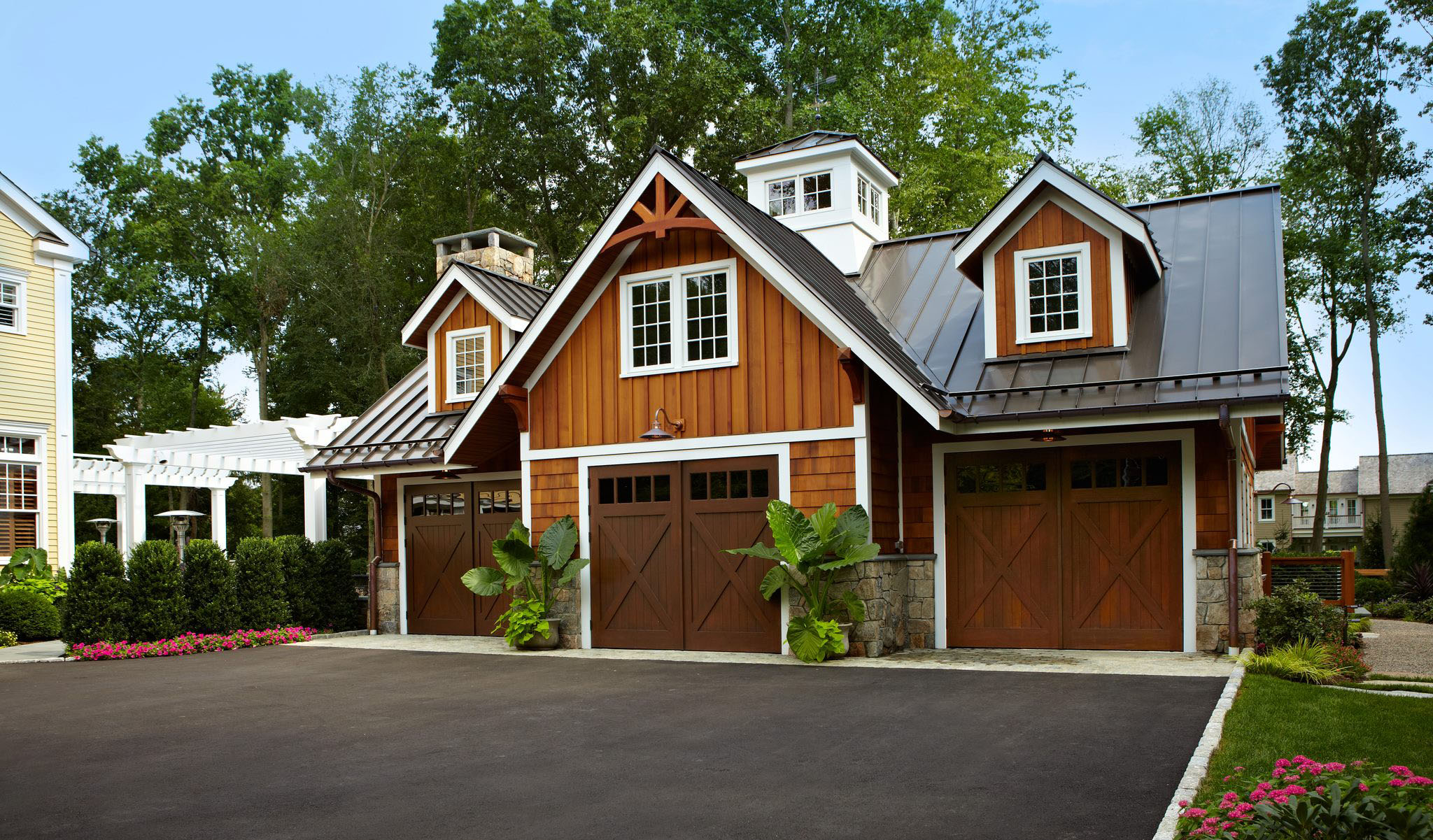 Luxury home garage with car elevator in connecticut for Connecticut home builders