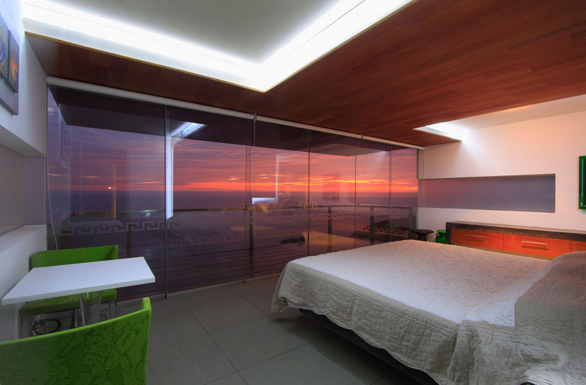 Modern beach bedrooms - Modern Terrace House