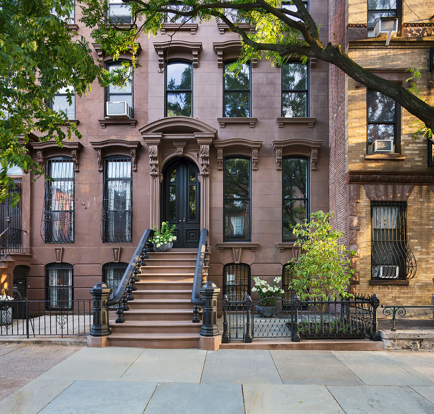 Restored brooklyn brownstone house with fresh contemporary for Buy house in brooklyn
