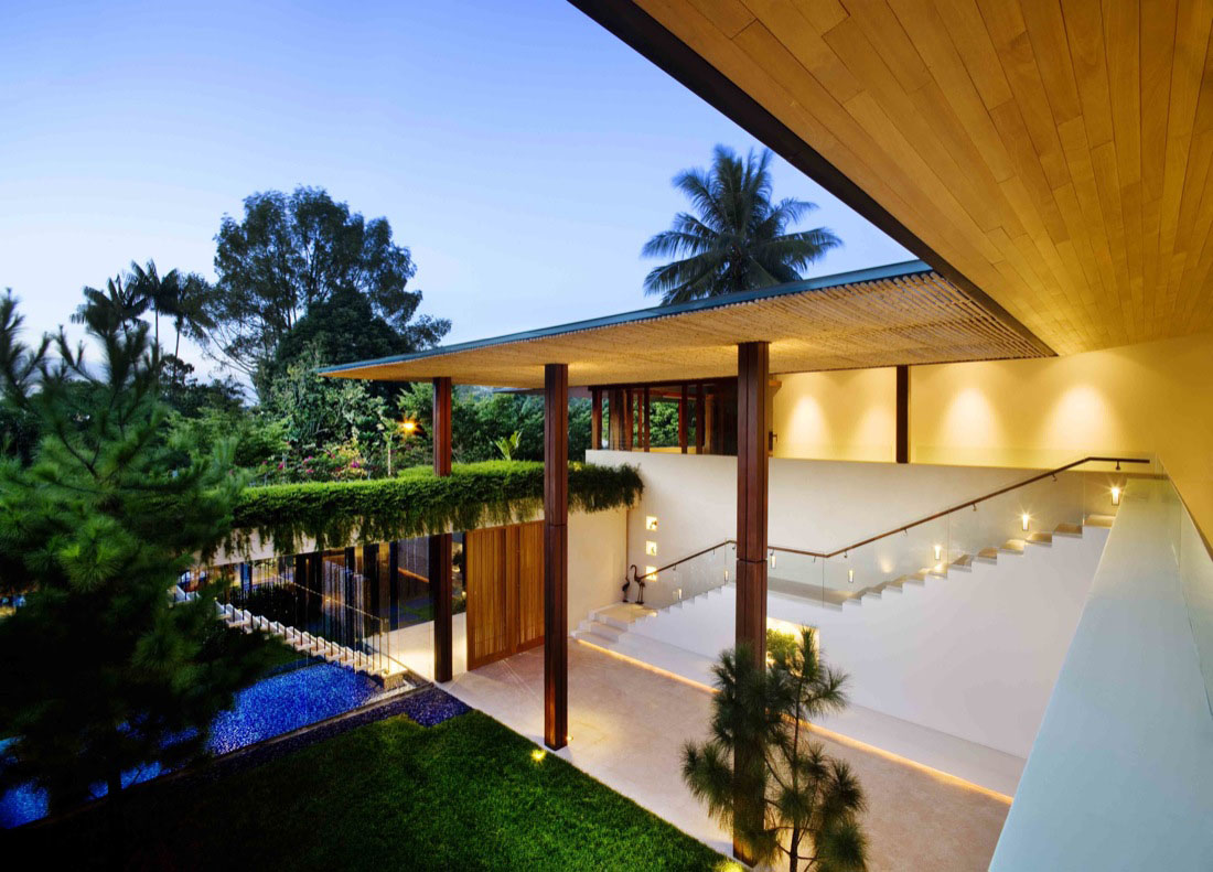Contemporary courtyard house in singapore idesignarch for Tropical house plans with courtyards