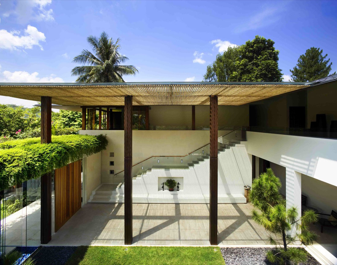 Contemporary courtyard house in singapore idesignarch for Modern courtyard house designs