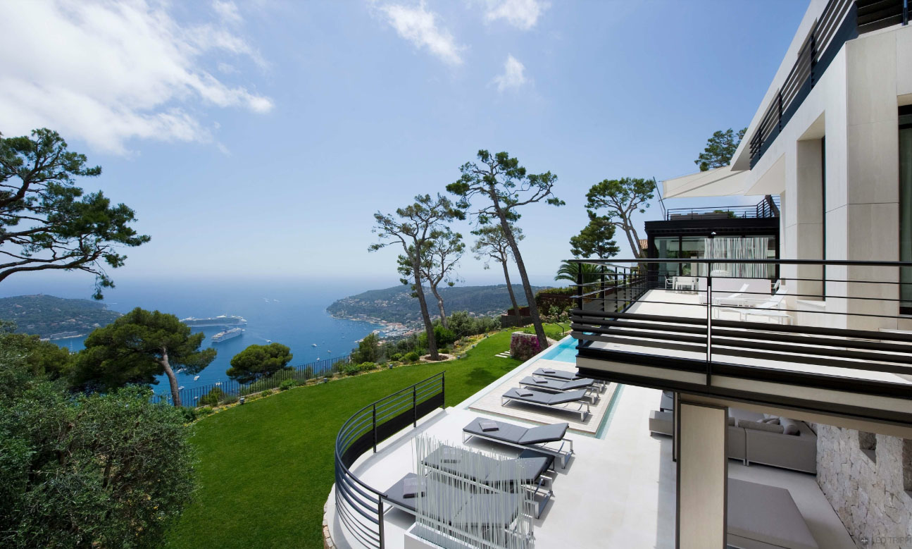 Luxury contemporary villa in the french riviera for Riviera house