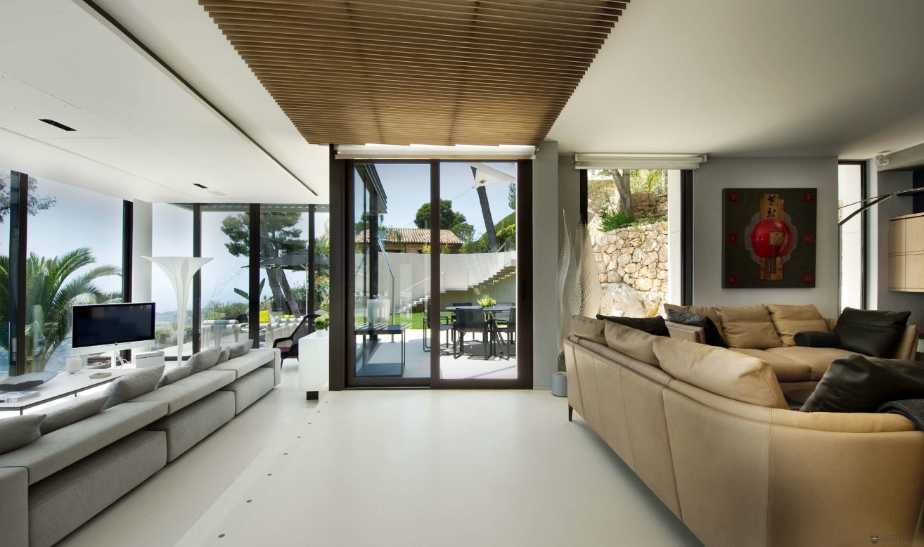Luxury contemporary villa in the french riviera for Interior design for villa