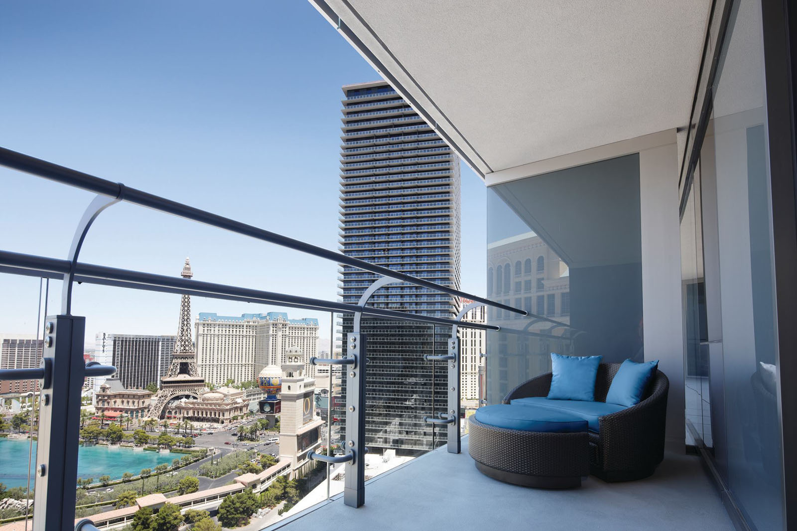 Swanky hotel interior design the cosmopolitan of las for Hotels with balconies
