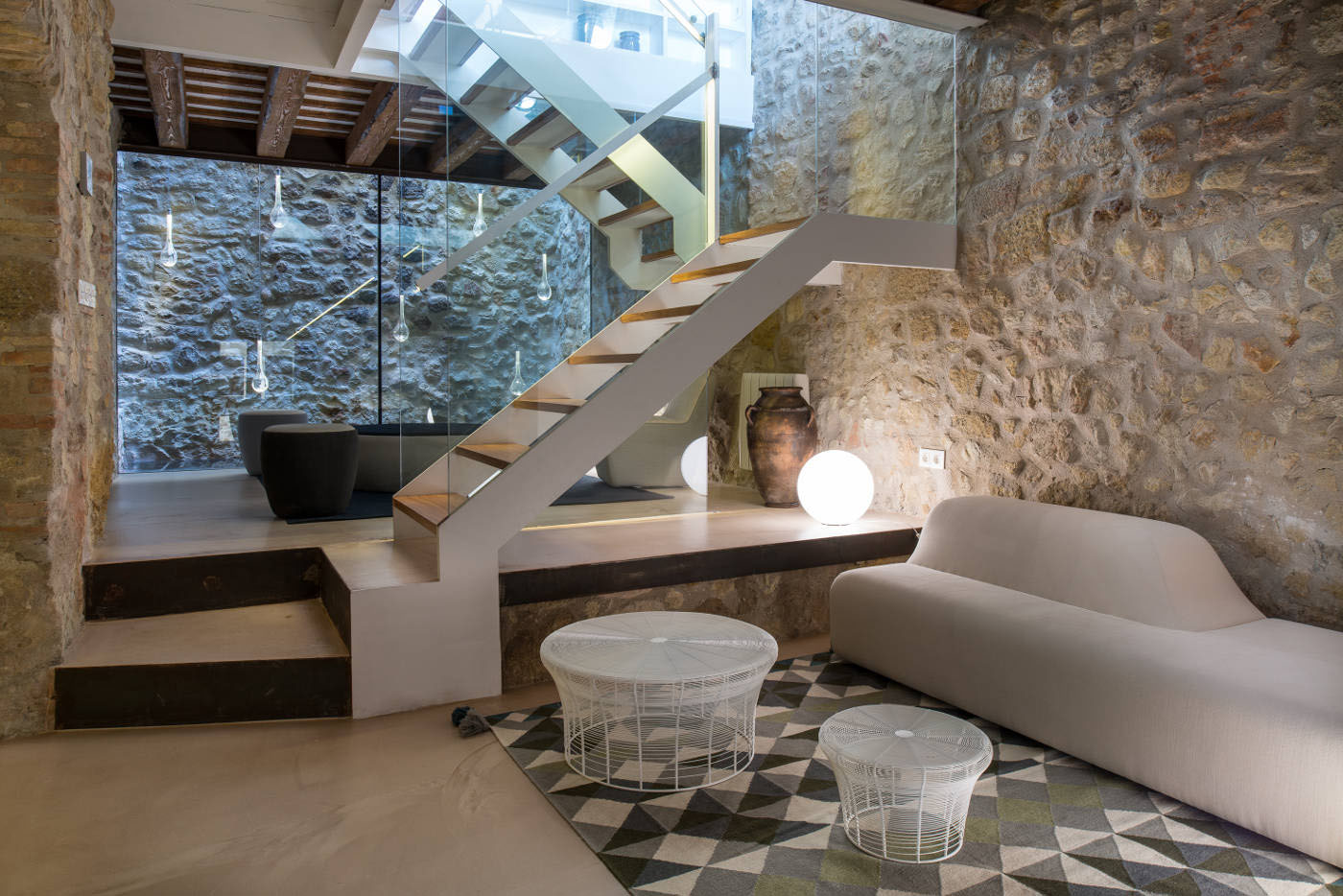 A 19th century stone house on the costa brava transformed - Fotos interiores de casas ...