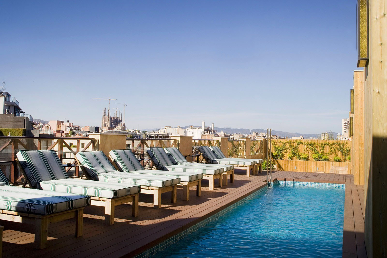 Rooftop Swimming Pool with View of La Sagrada Familia