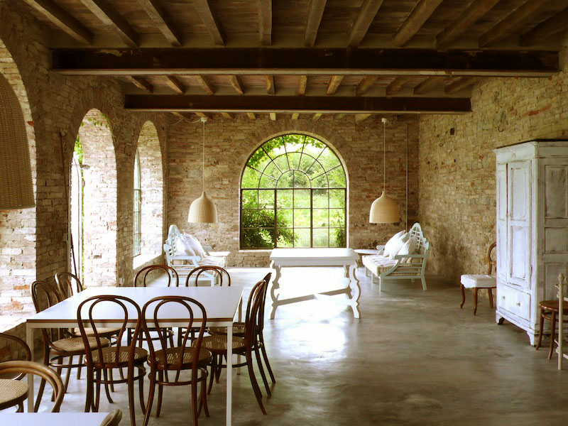 Country house in italy combines modern simplicity with Country home interior design