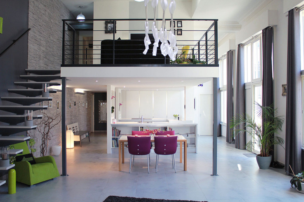 Idee Soggiorno Cucina Piccolo : Contemporary loft apartment in an old chateau france