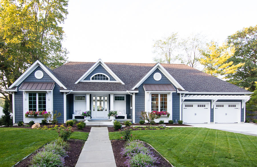 Charming Lakeside Cottage In Michigan With Walkout
