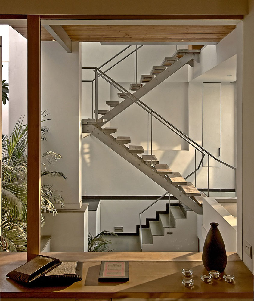 Modernist house in india a fusion of traditional and for Interior staircase designs india