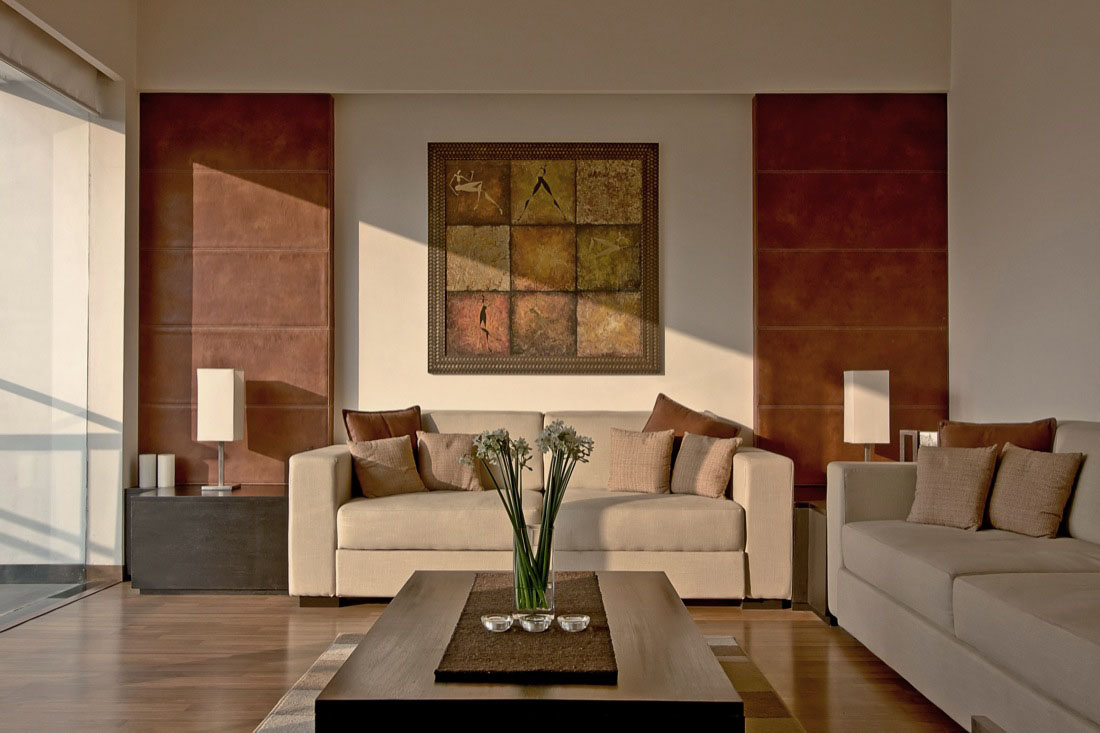 Modernist house in india a fusion of traditional and for Indian home interior living room