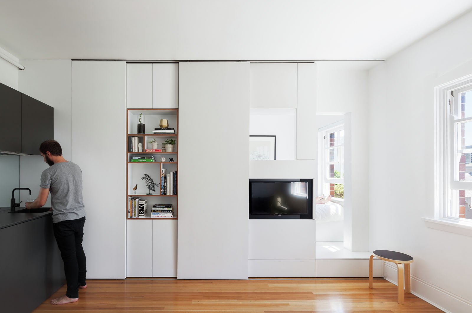 Minimalist inner city micro apartment with smart for Minimalist small apartment