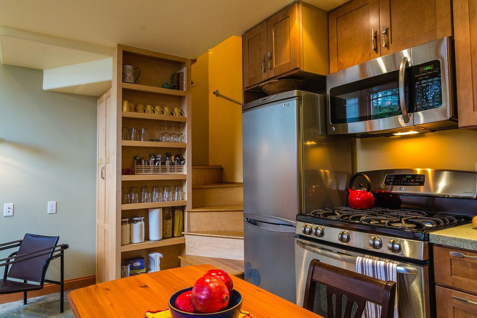 Tiny Cottage Full Kitchen