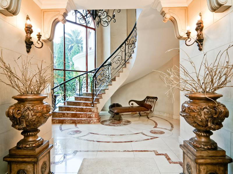 Grand-Mansion-Staircase
