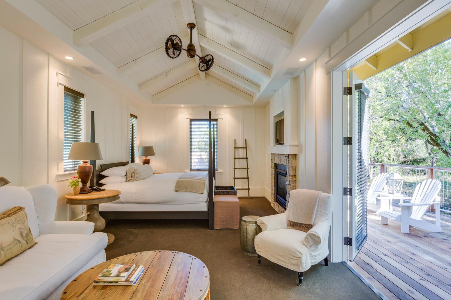 Farmhouse inn a romantic boutique hotel in california for Southern california interiors