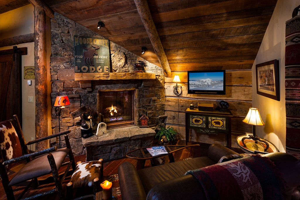 Cozy Country Log Cabin Living Room