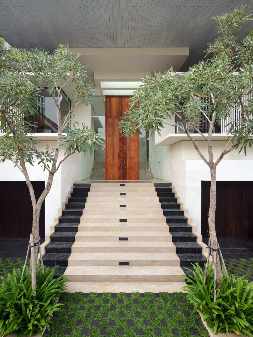 Luxury garden house in jakarta idesignarch interior for Small modern house garden design