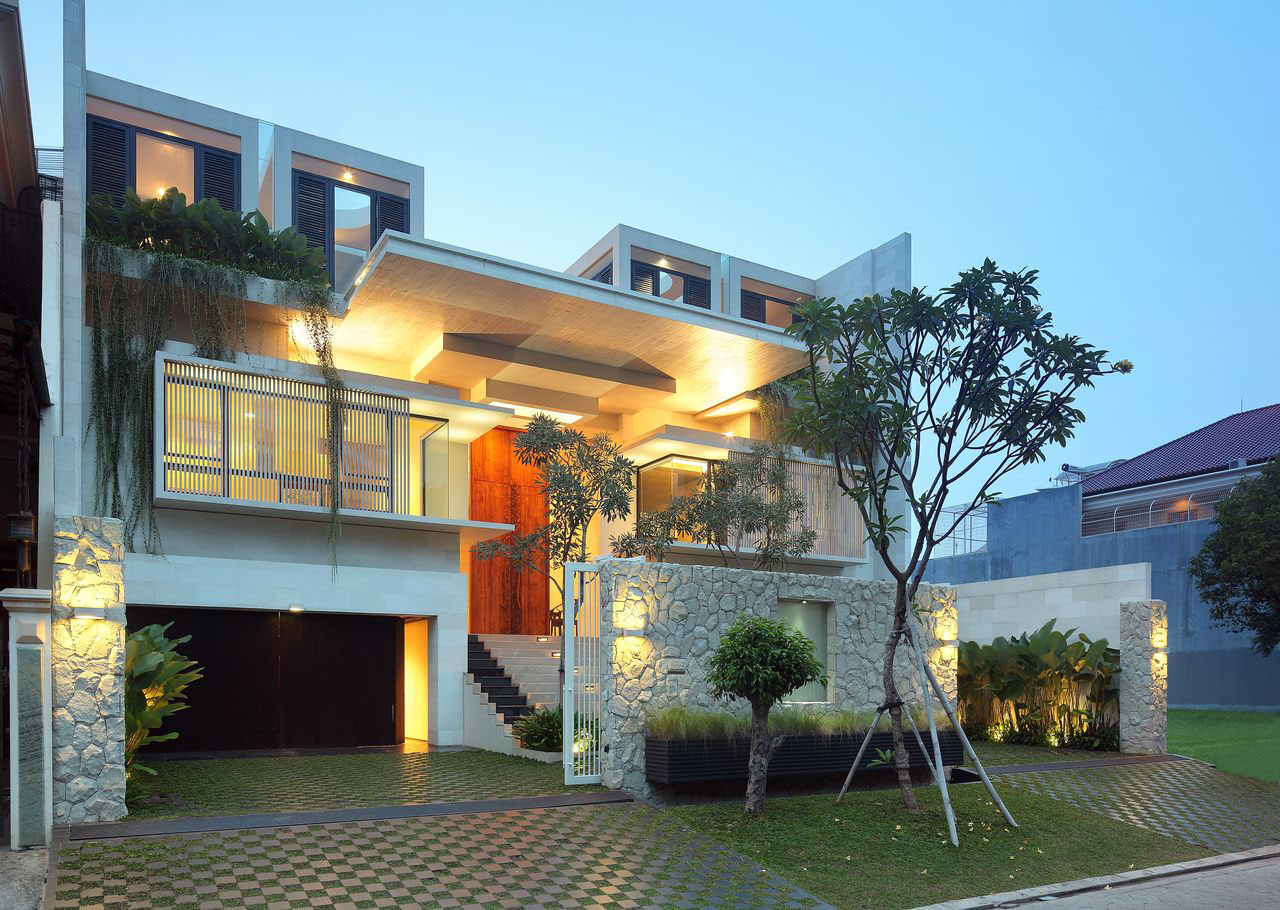 Luxury garden house in jakarta idesignarch interior for Modern house design with garden
