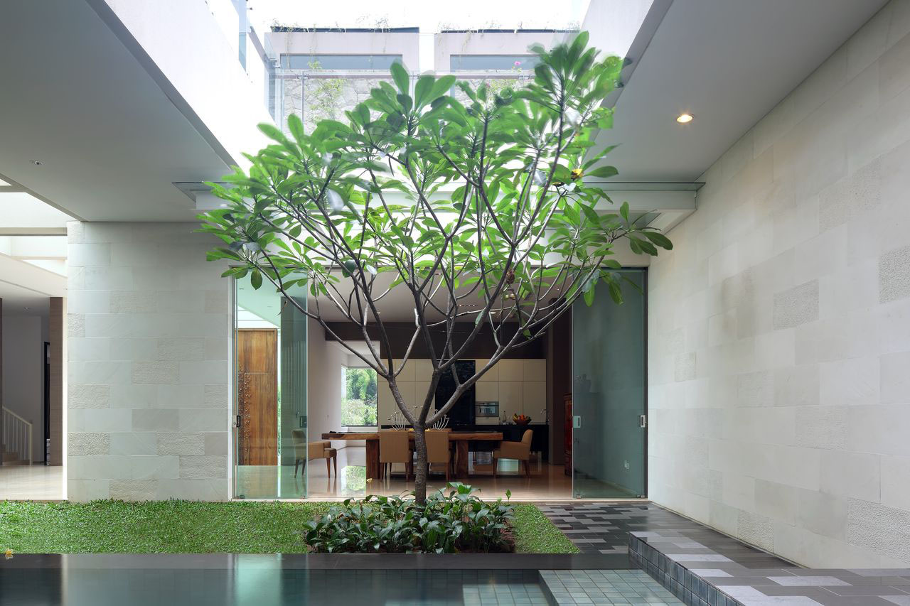 Luxury Garden House In Jakarta on narrow lake house designs